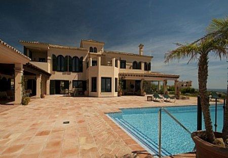 Villa in Sotogrande, Spain: Exterior