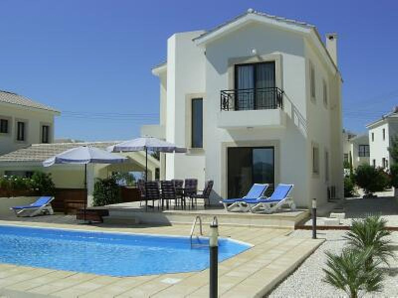 Villa in Cyprus, Paphos: Exterior and private pool