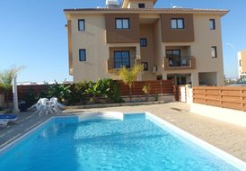 Spacious One Bedroomed Ground Floor Apartment in Pervolia - Sleeps 4