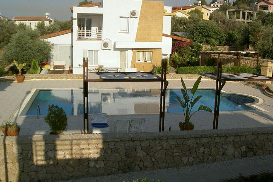Villa To Rent In Kyrenia Cyprus With Shared Pool 82503