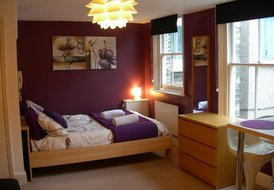 Cosy first floor studio .Convenient for central London.Sleeps two