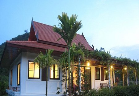 Villa in Dolphin Bay, Thailand: Evening view from north