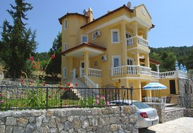 Large Child-Friendly Vacation Villa Latona