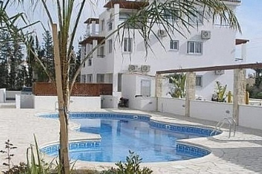 Apartment in Cyprus, Paphos: Solar heated swimming pool