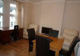 2  bedroom apartment, Collers Wood  London