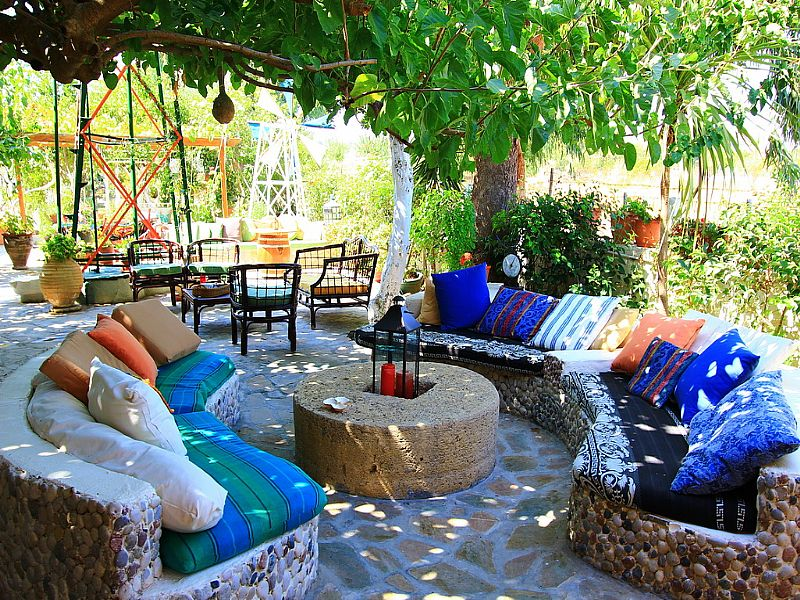 House in Greece, Rhodes: sitting area in garden