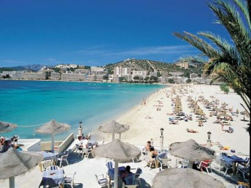 Apartments and villas in Santa Ponsa, Spain for rent ...