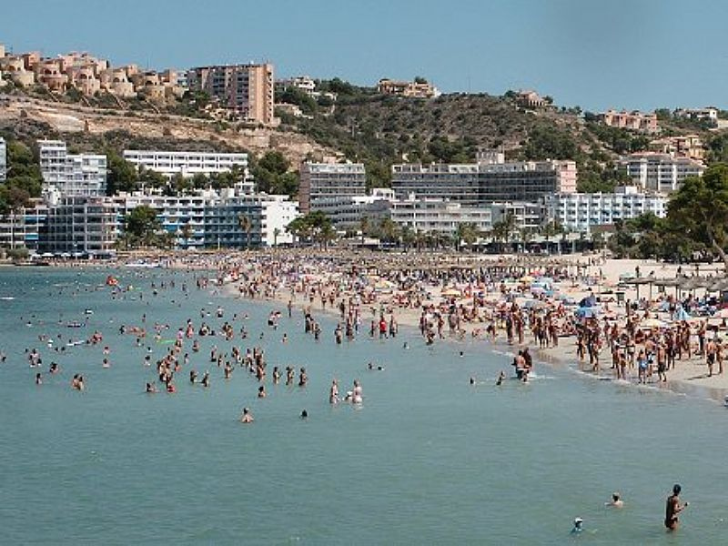 Santa Ponsa Spain  City new picture : Beach apartment in Santa Ponsa, Spain with 1 bedroom, shared pool ...