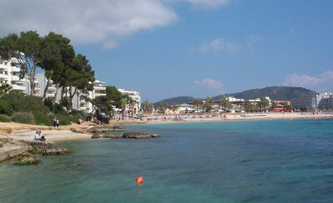 Beach apartment in santa ponsa spain with 1 bedroom for Aparthotel d or jardin de playa santa ponsa
