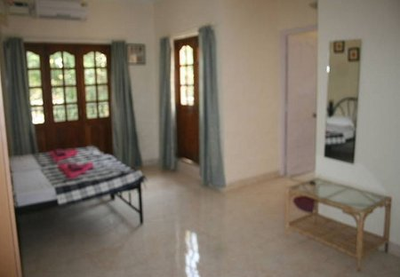 Apartment in Baga, India: Living room overview