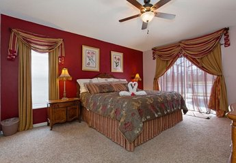 House in USA, Lake Berkley: Master bedroom, very romantic - patio door out to pool