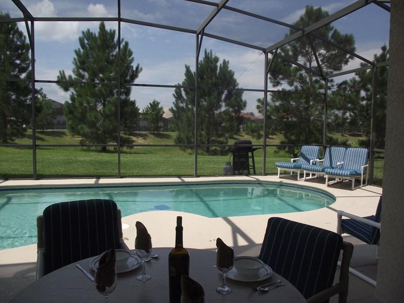 Villa in USA, Orlando: Dine in the shade, swim in the sun