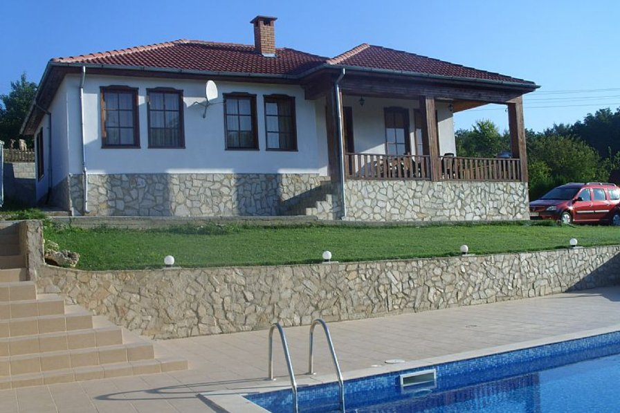 Villa in Bulgaria, Kranevo: front view of villa