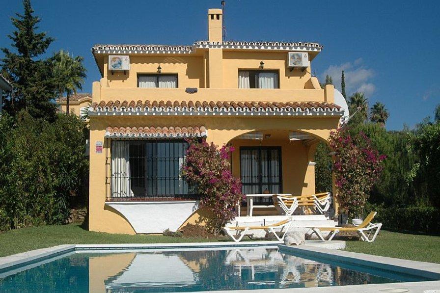 Villa in Spain, Sitio de Calahonda: Villa and Pool