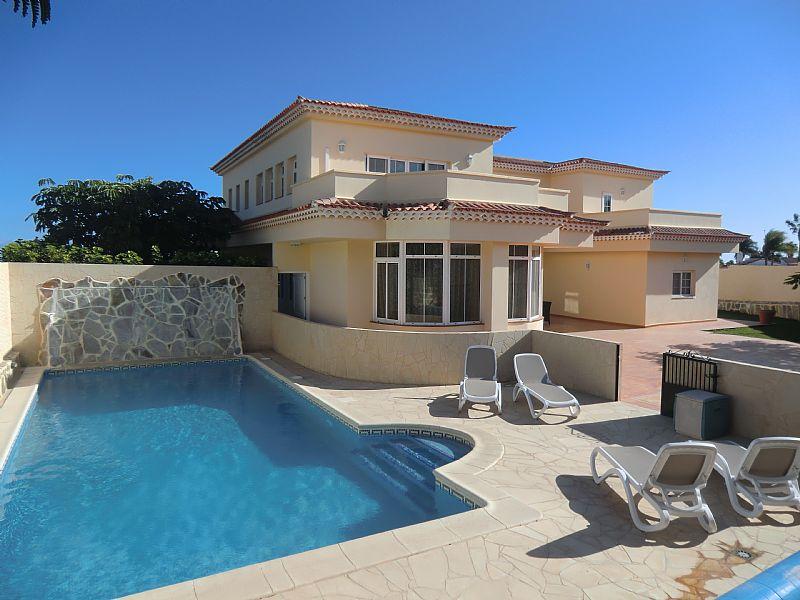 Beach villa in golf del sur spain with swimming pool for Villas with swimming pool