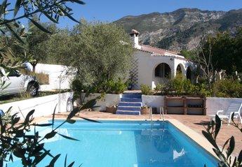 Villa in Spain, Canillas de Aceituno: pool, villa and mountains