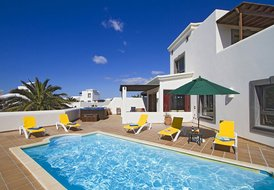 PLAYA BLANCA LUXURY 3 BEDROOM VILLA,  PRIVATE POOL, & BRITISH TV