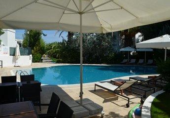 4 bedroom Villa for rent in Torba