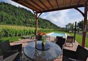 Villa in Italy, Licciana Nardi: pool and sun terrace