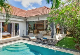 Romantic 1-bedroom pool villa Sky. 4s villas at Seminyak sq