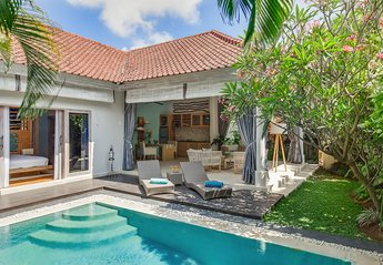 Villa in Indonesia, Seminyak: Tropical villa Sky overview