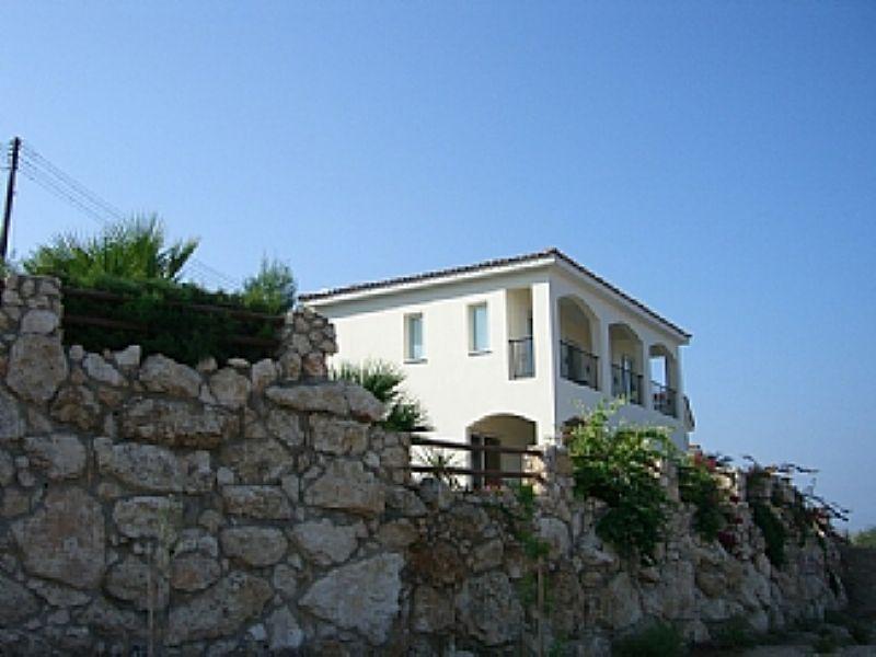 Villa in Cyprus, Argaka: Rear of villa
