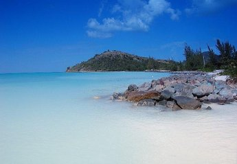 Villa in Antigua and Barbuda, Jolly Harbour: Beautiful Beaches