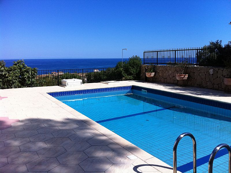 Villa in Cyprus, Esentepe: Olive Villa pool and sea