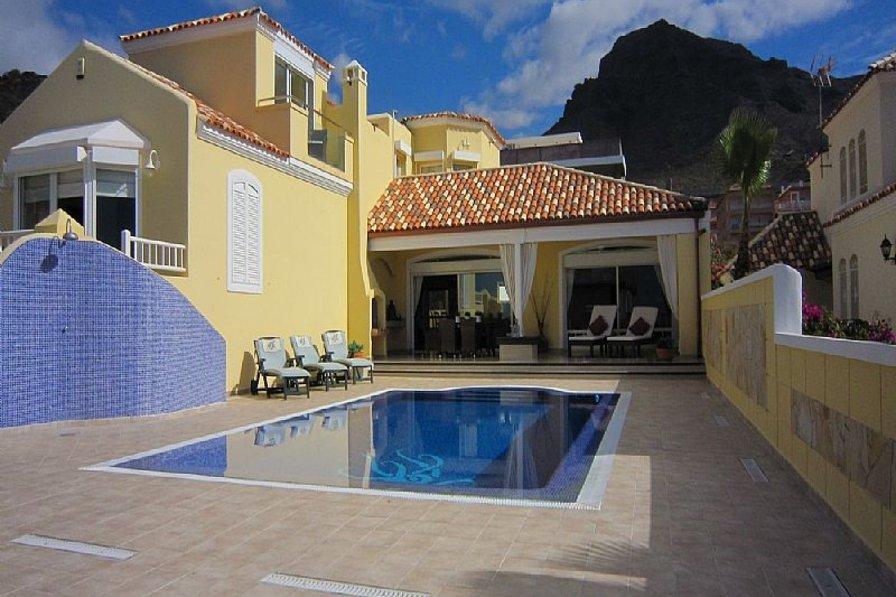 Villa in Spain, Miraverde: Huge, sunny private pool area