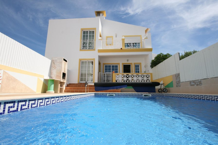 Villa To Rent In Albufeira Algarve With Private Pool 84169