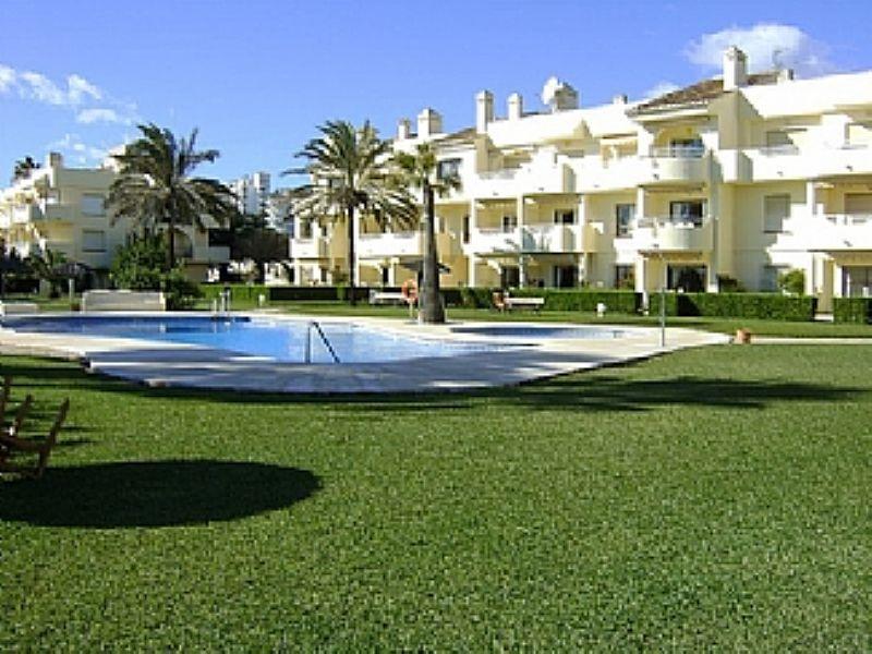 Apartment in Spain, Mijas Costa: Exterior and pool area