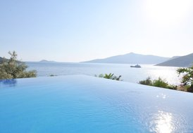 Luxury Villa With Infinity Pool, 50m To Sea And 500m To Town Cent
