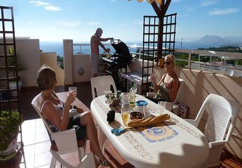 Apartment in Spain, La Azohia: Alfresco Dinning on the roof terrace.