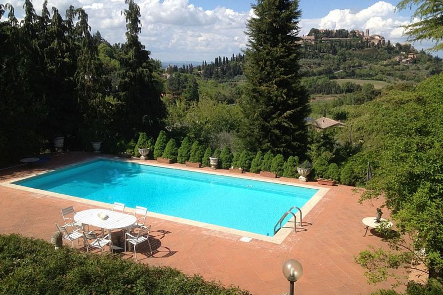 Cottage in Italy, Montepulciano: Pool with stunning view across to Montepulciano