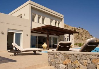 Villa in Greece, Pefkos: Villa and pool