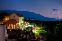 Villa in Croatia, Makarska: villa at night
