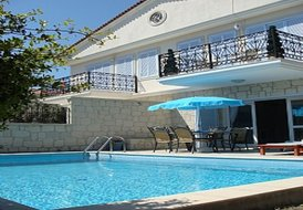 Luxurious 3 Bed Villa  within a 5 Min walk from Cesme town,Turkey