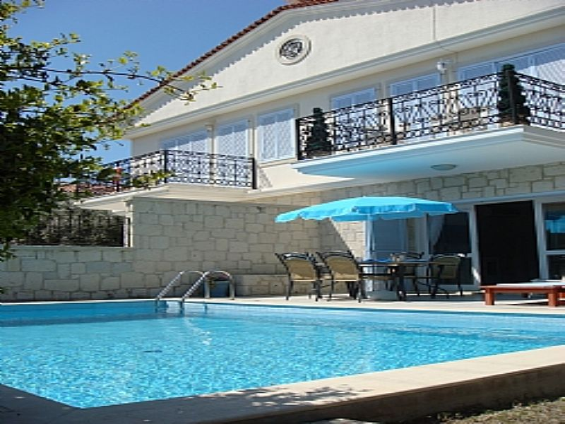 Villa in Turkey, Cesme: Front of Villa day time