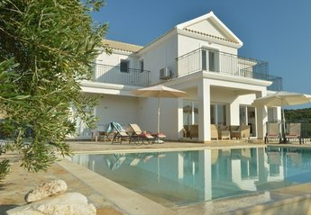 Villa in Greece, Arillas: Stunning luxury retreat.