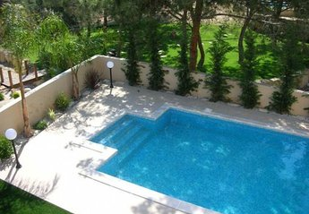 Villa in Cyprus, Pissouri: HUGE Swimming pool
