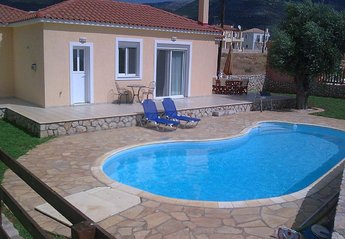 Villa in Greece, Karavados: Pool and garden