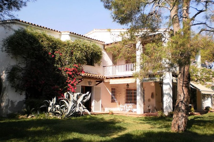 Villa with private pool, garden and tennis court