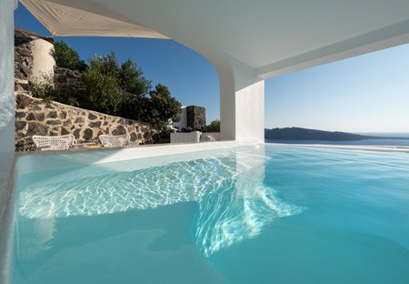 Villa in Oia, Santorini: White House Villa in Oia of Santorini island