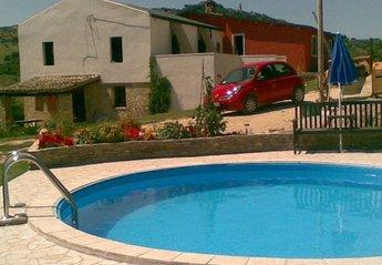 Farm House in Italy, Citta Sant Angelo: Main House and Pool