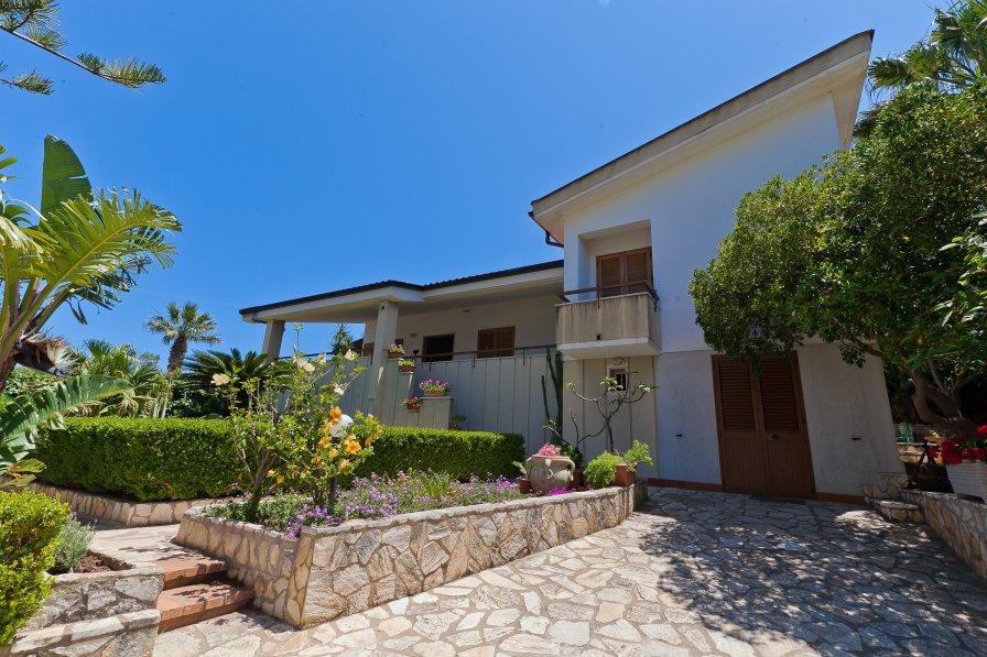 Villa in Italy, Case  Guidaloca