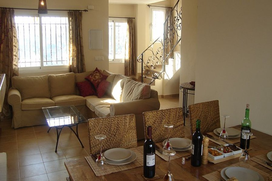 House in Spain, Nerja: Sitting room with dining area
