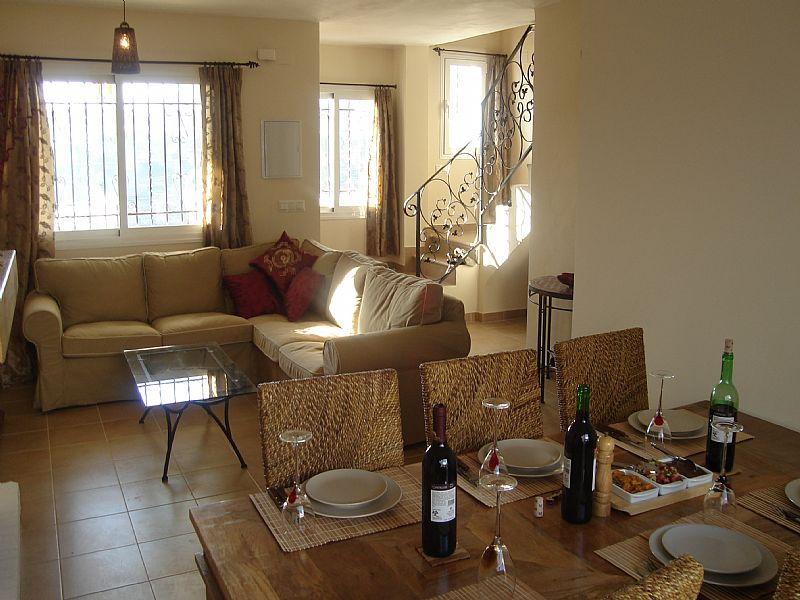 House in Spain, Nerja Town: Sitting room with dining area
