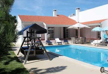 Villa in Portugal, Vale Benfeito: Pool and villa