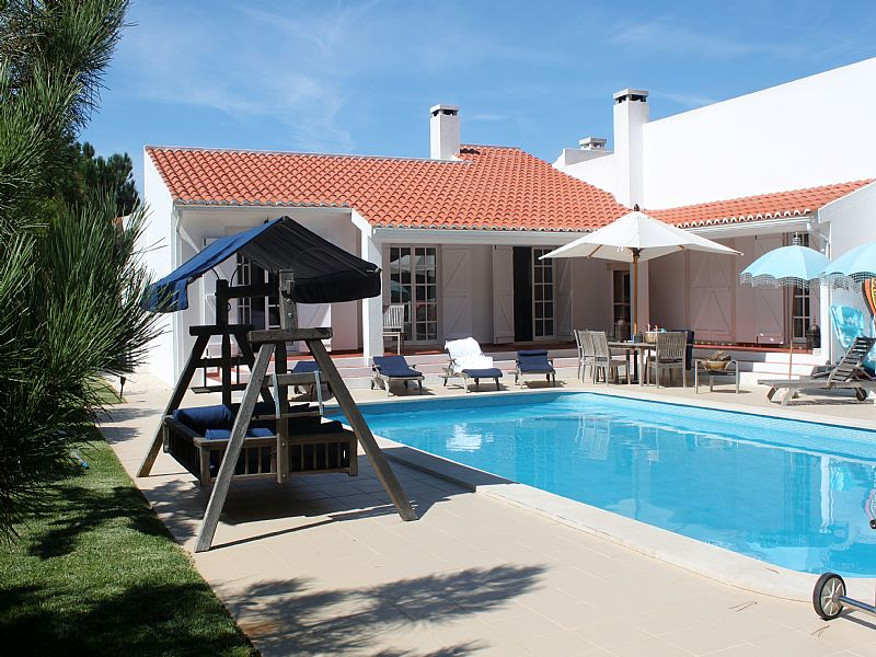 Villa in Portugal, Óbidos: Pool and villa