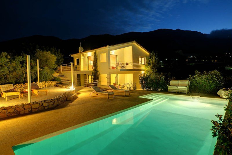 Villa in Greece, Trapezaki